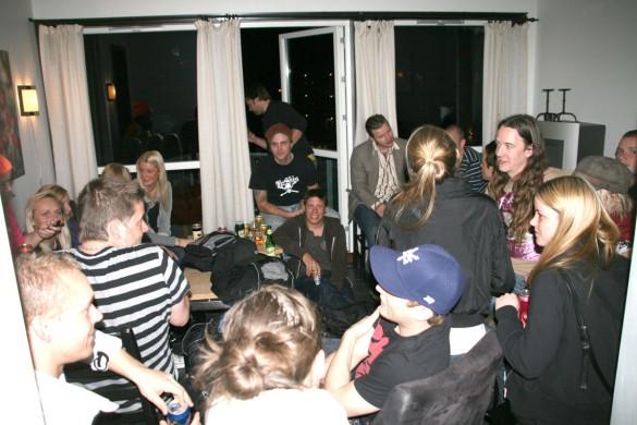 En liten lägenhetsfest blev det första kvällen.